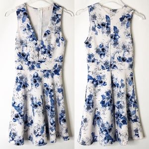 Floral mini keyhole dress